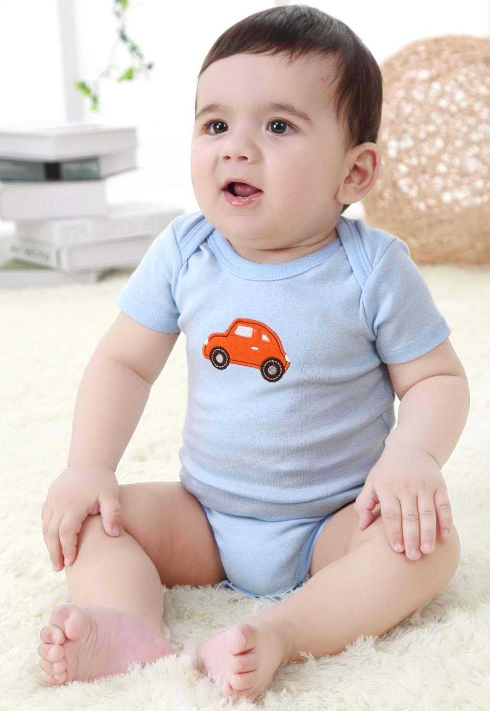 baby clothes come in unisex designs