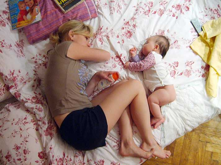 what is co-sleeping with baby